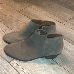 Crown Vintage taupe Suede Booties Sz 8